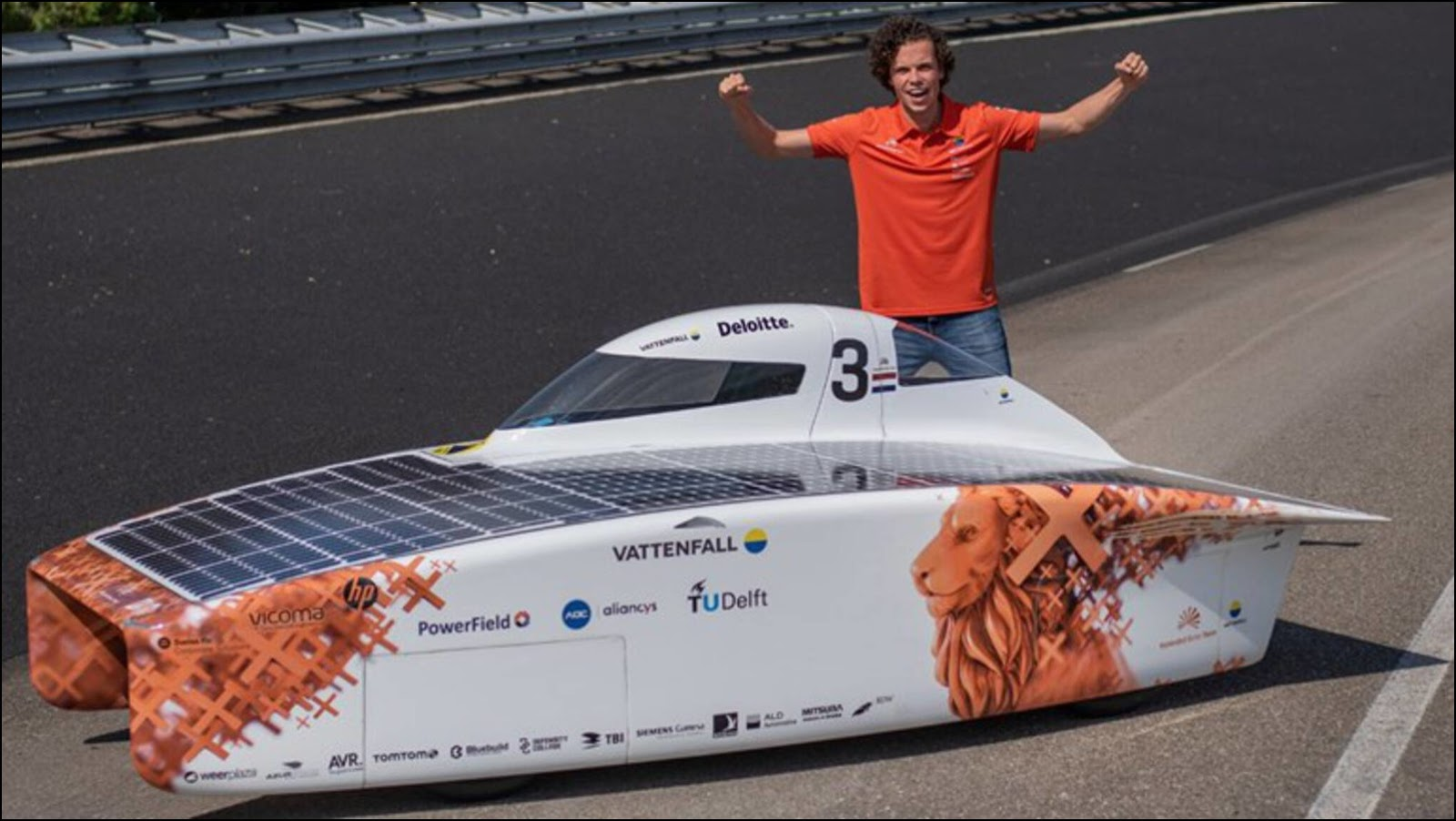 Солнцемобиль NunaX перед стартом. Фото: Hans-Peter van Velthoven.