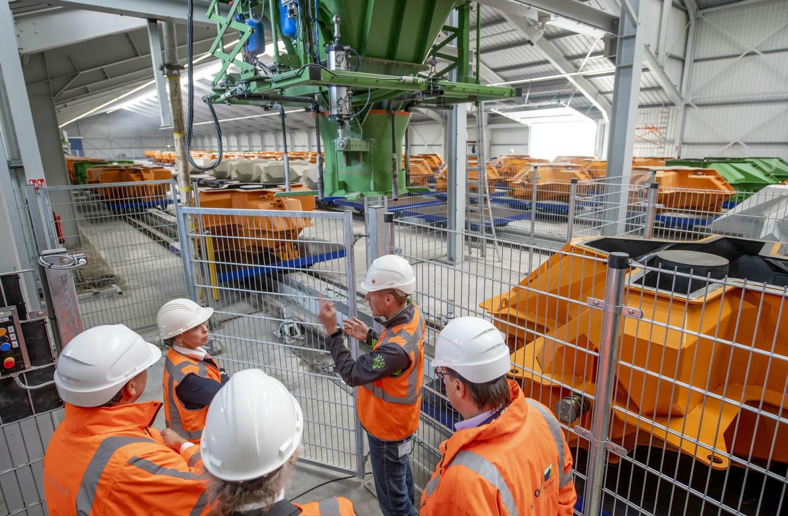 Цех для производства волнорезов. Фото Rijkswaterstaat.