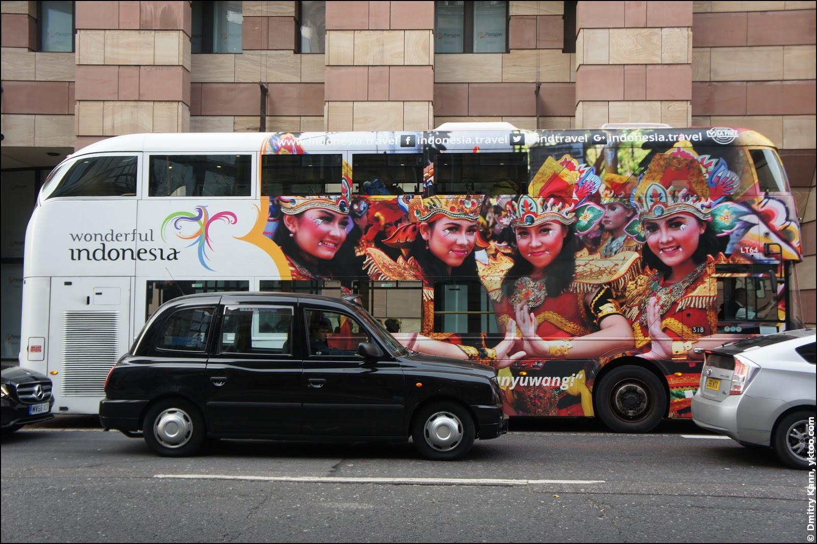 Индонезийско-девушковый автобус.