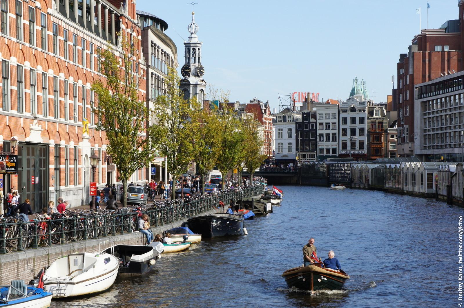 Канал в Амстердаме.