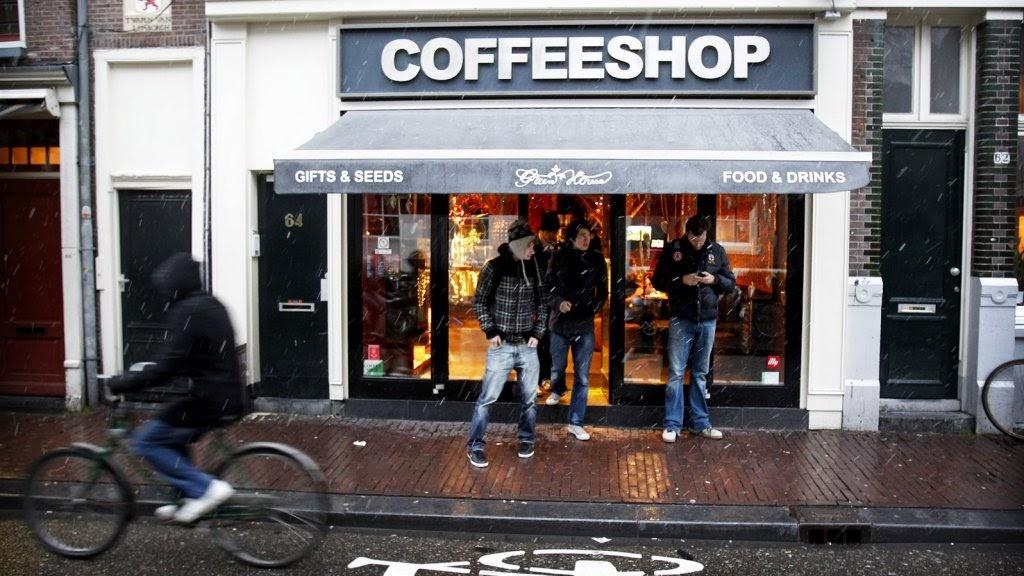 Один из многочисленных кофешопов в Амстердаме. Фото RTL Nieuws.