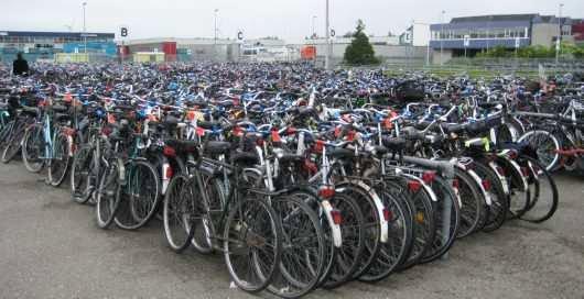 Fietsdepot Amsterdam: учреждение, собирающее бесхозные и сломанные велосипеды.