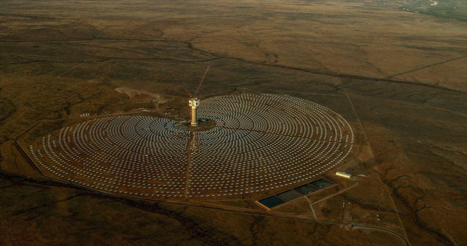 Солнечная тепловая электростанция. Фото: Christo Ras/Pixabay.