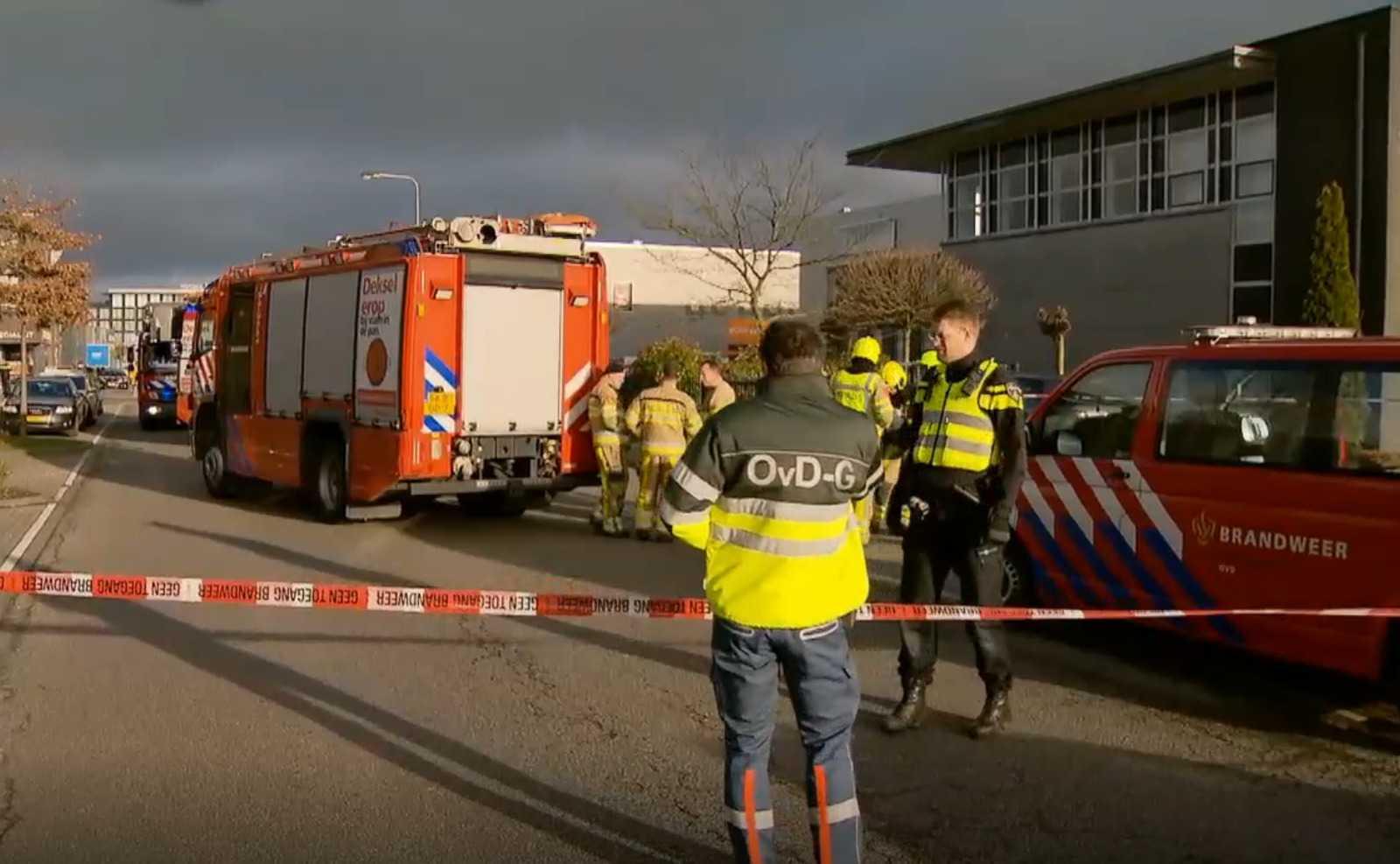 Полиция и пожарные в Керкраде. Кадр из видео NOS.