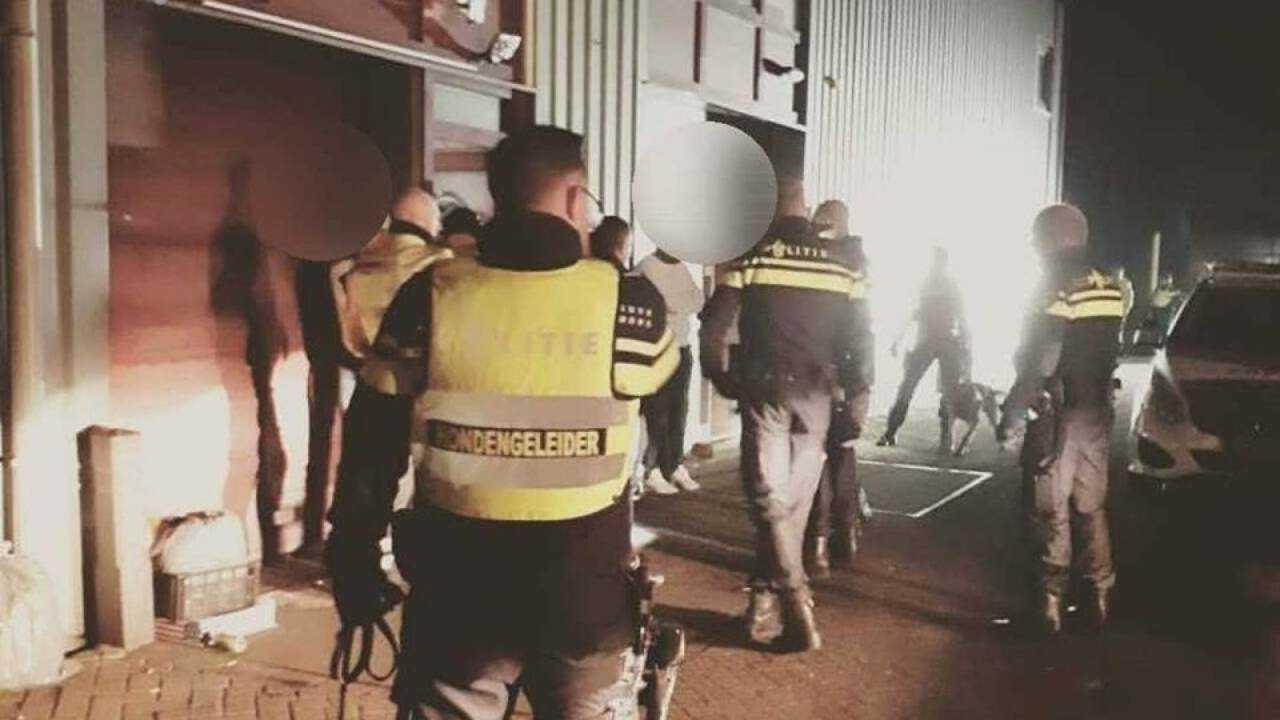 Полиция возле здания. Фото: politie.nl.
