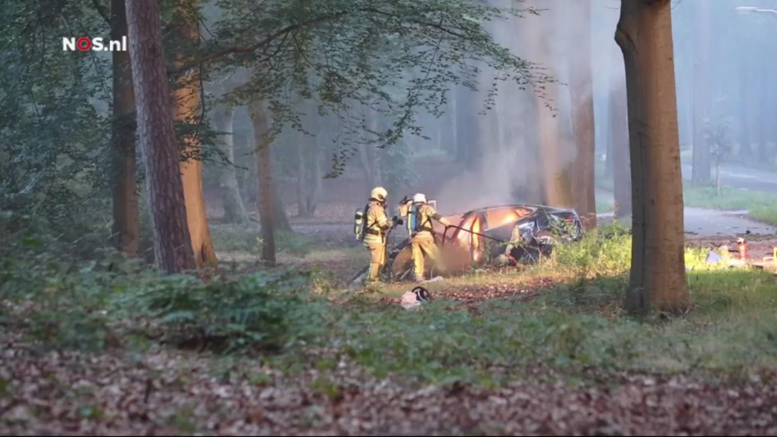 Авария Tesla Model S в Баарне. Фото nos.nl.