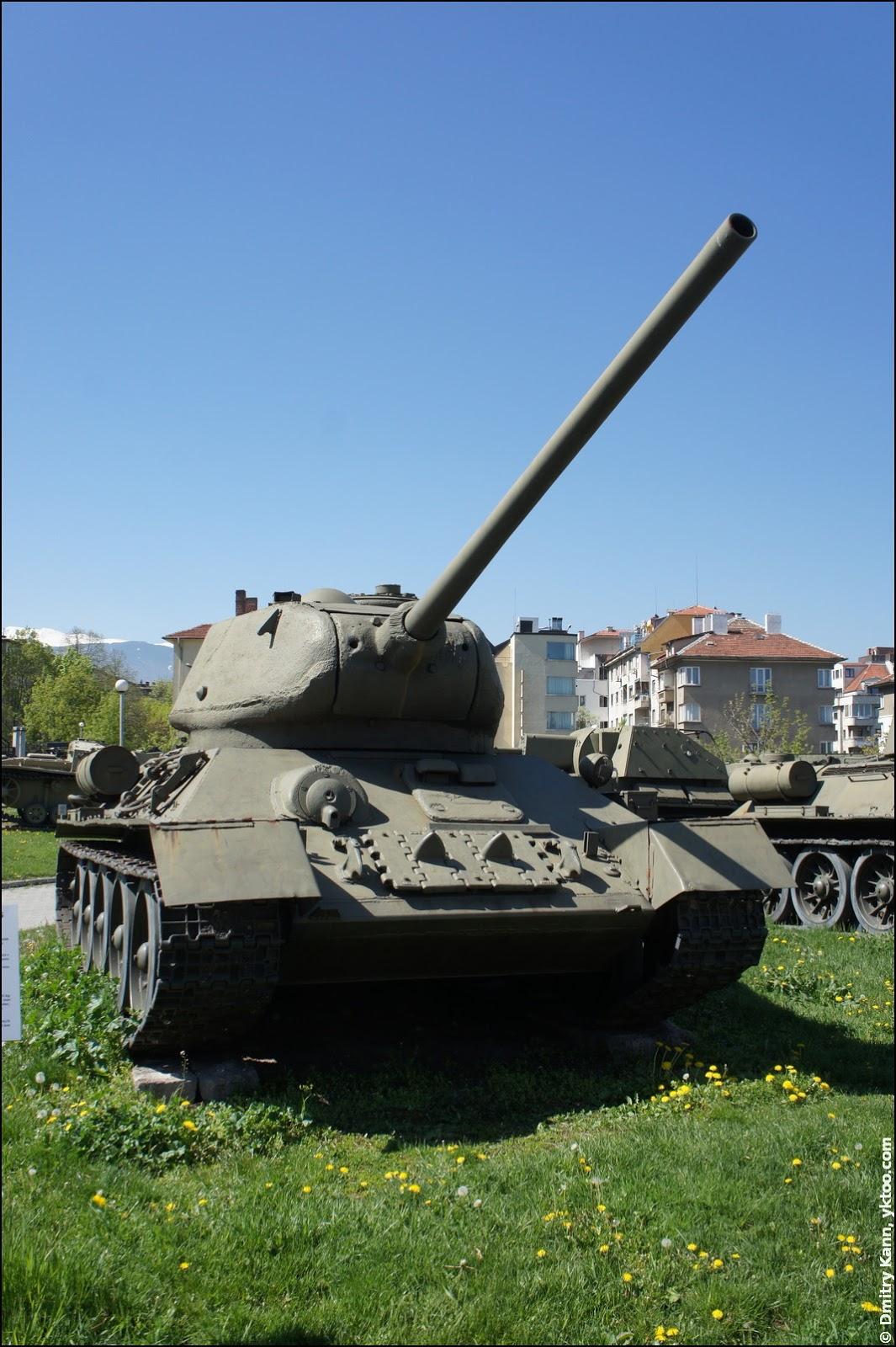 Tank T-34-85.