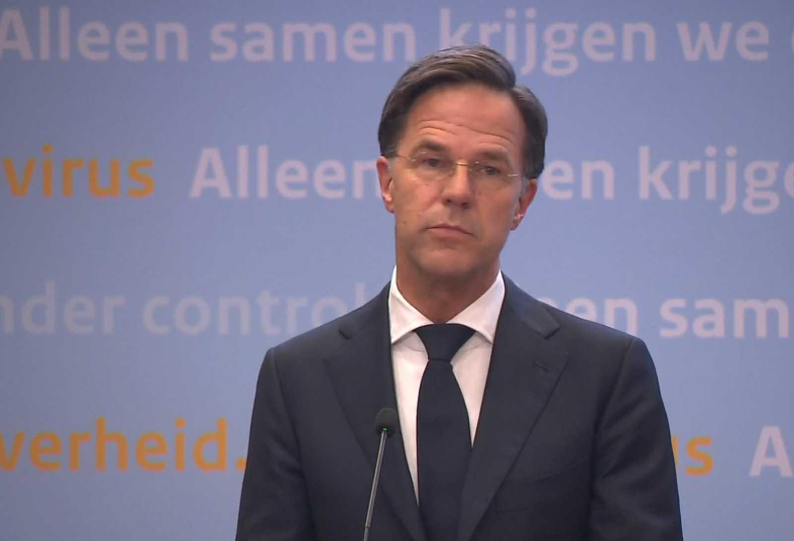 Марк Рютте на пресс-конференции. Кадр из видео NOS.