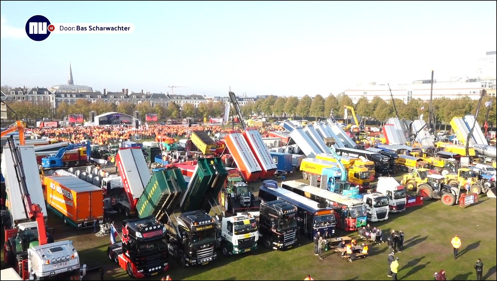 Протестующие строители в Гааге. Кадр из видео nu.nl.