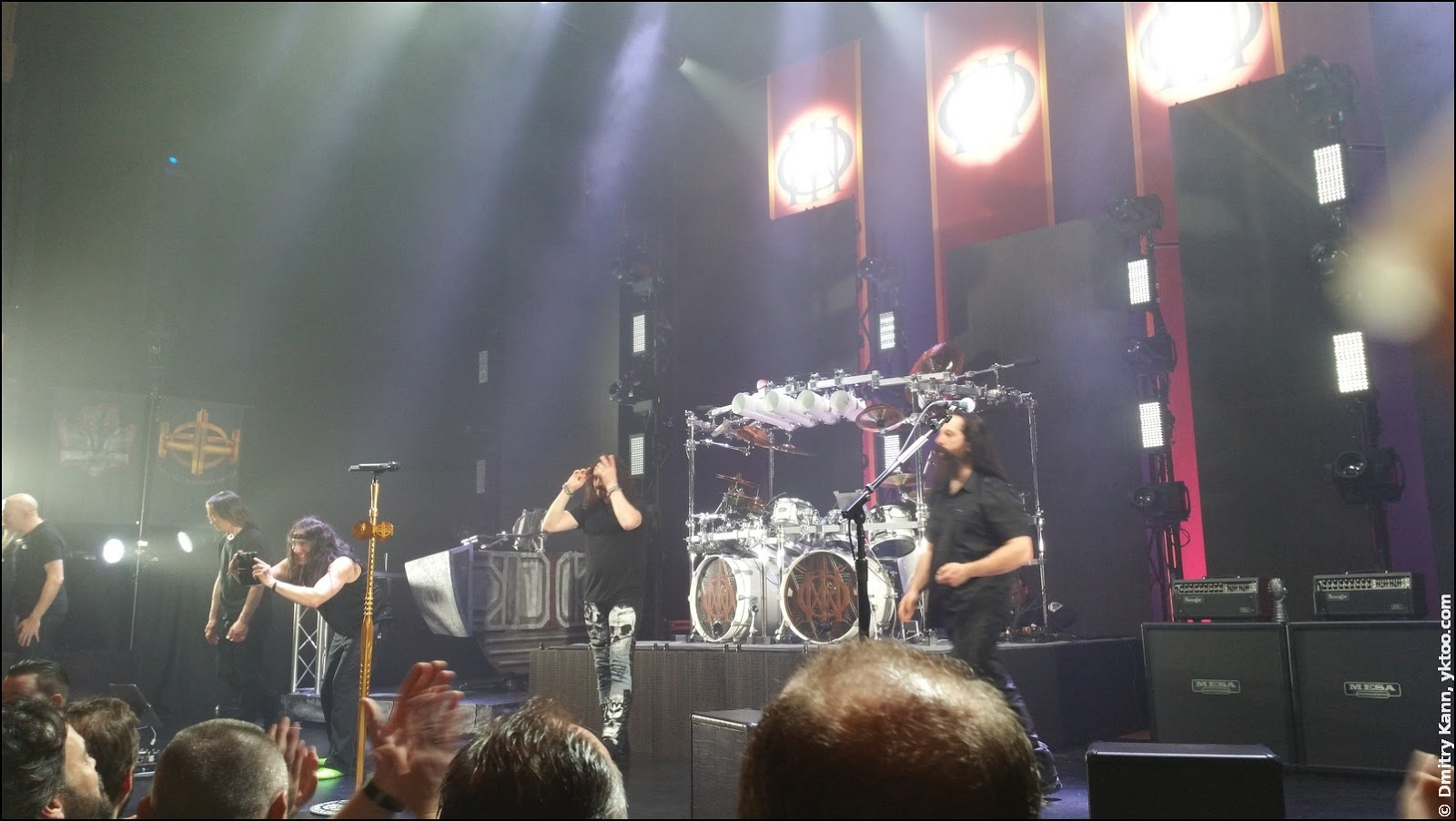 Dream Theater in Carré. Mike Mangini takes a photo.