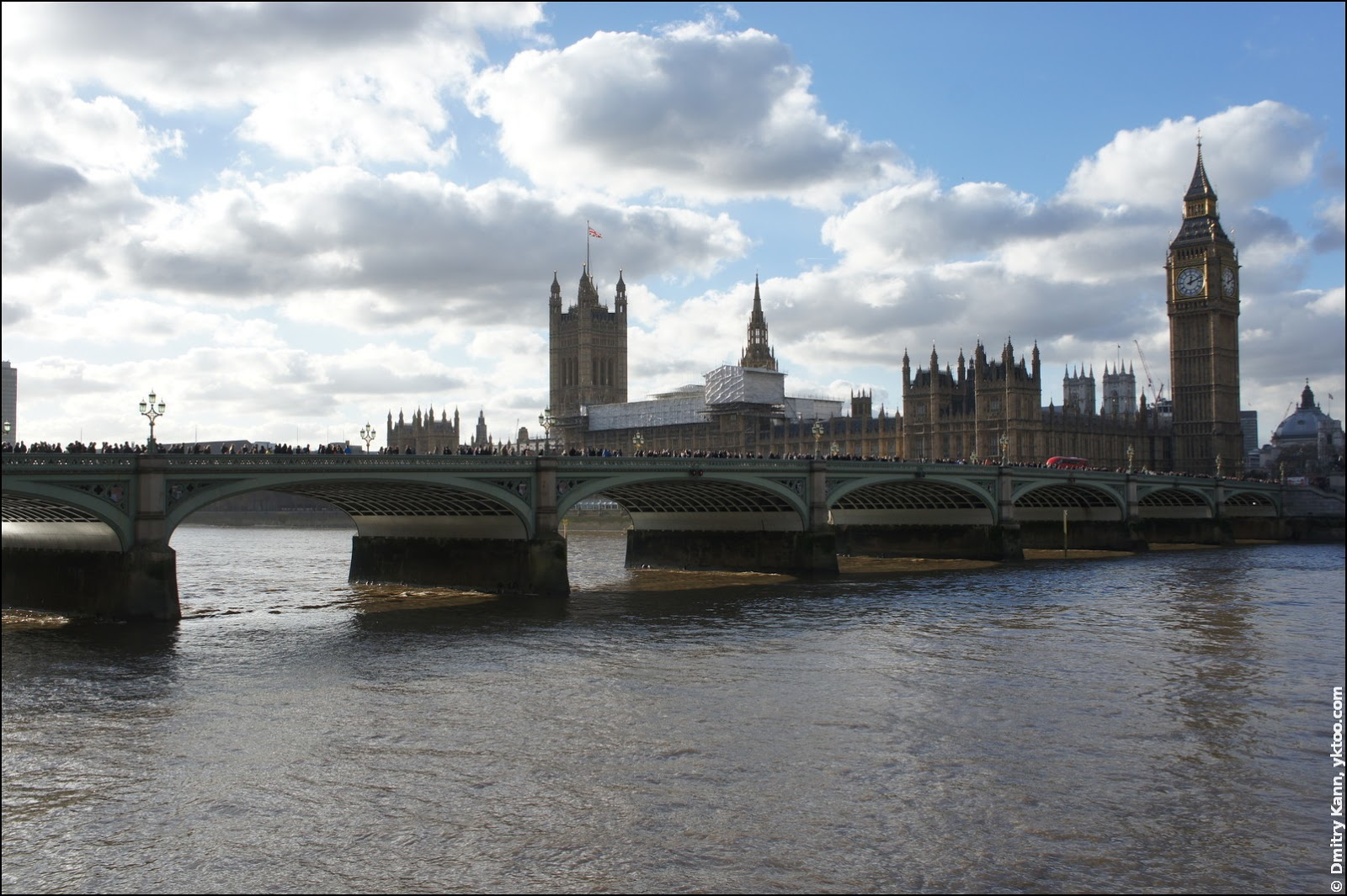 Вестминстерские мост и дворец, а также Биг-Бен.