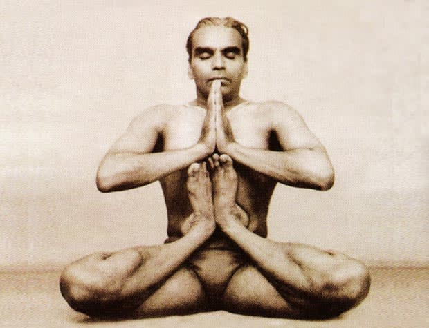 6 Popular B K S Iyengar Yoga Videos On Youtube Yoga Guru