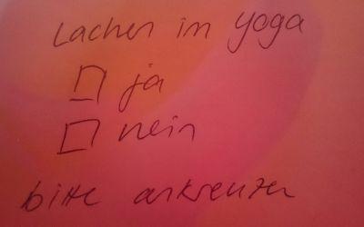 Lachen im Yoga – ja oder nein?