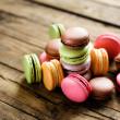16 pack mini macarons