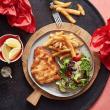 Schnitzel, chips & salad