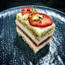 Mini Strawberry, cream & pistachio cake (15 pcs)