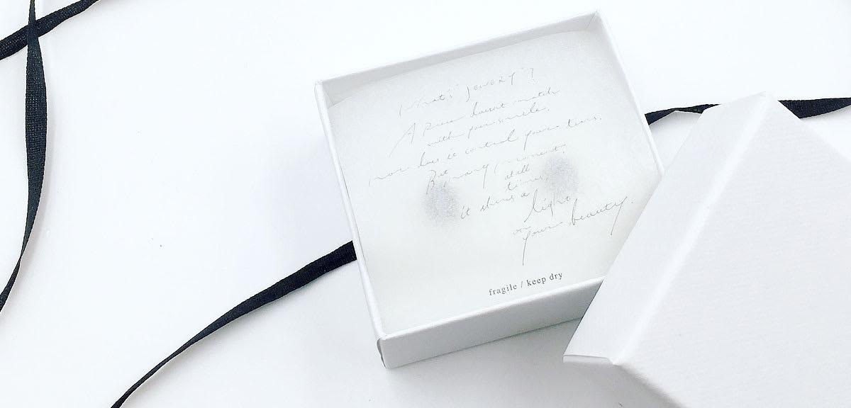 画像:グラシン紙の印刷事例 Muro / ジュエリー台紙(Chisato Muro様)