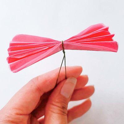 グラシン紙で手作り薔薇のコサージュ - step7