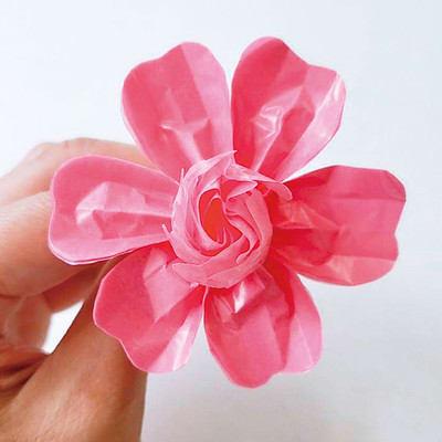 グラシン紙で手作り薔薇のコサージュ - step10