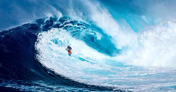メリハリのある画像・コントラストが高い例:サーフィン