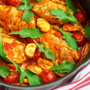 meal prep bestellen - Pollo Cacciatore mit Karotten-Schafskäse-Auflauf