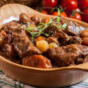 meal prep bestellen - Boeuf Bourguignon mit Spinatkuchen