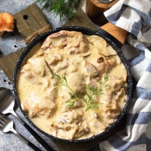 meal prep bestellen - Hähnchenstreifen in Champignon-Rahmsauce mit Zucchini-Soufflè
