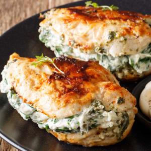 Fitness Meals bestellen - Gefüllte Hähnchenbrust mit Spinatkuchen