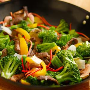 Fitness Meals bestellen - Chicken Bowl 'n Nuts mit Gemüse