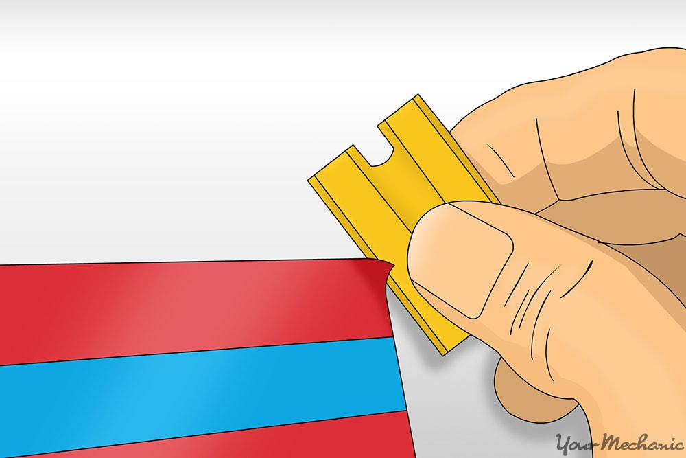 hand prying edge of razor blade