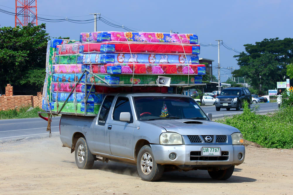 Is it Safe to Drive With a Mattress On Your Roof