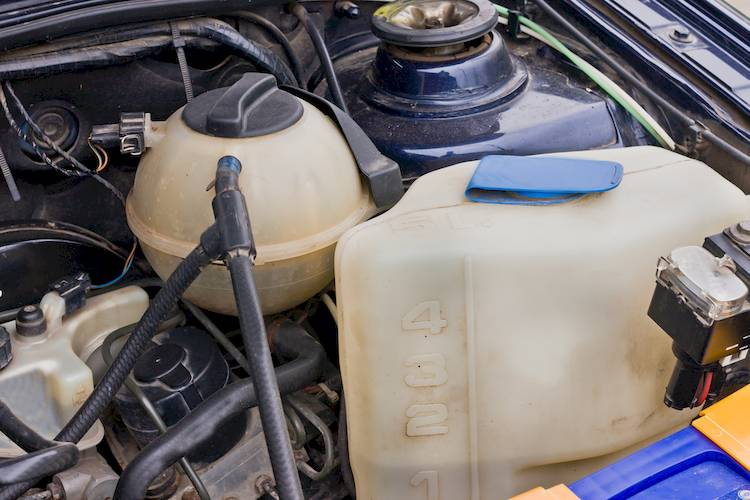Symptoms of a Bad or Failing Windshield Washer Pump