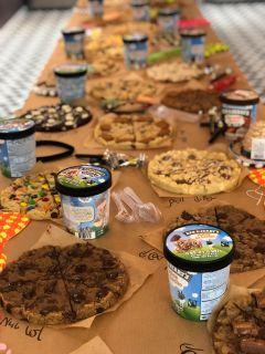 שולחן עוגיות במשרד