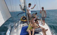 עושים גלים: שייט ביאכטה עם הצוות