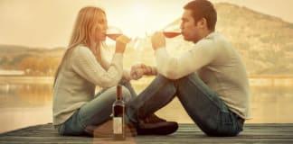 Pour la première fois, les femmes boivent autant que les hommes