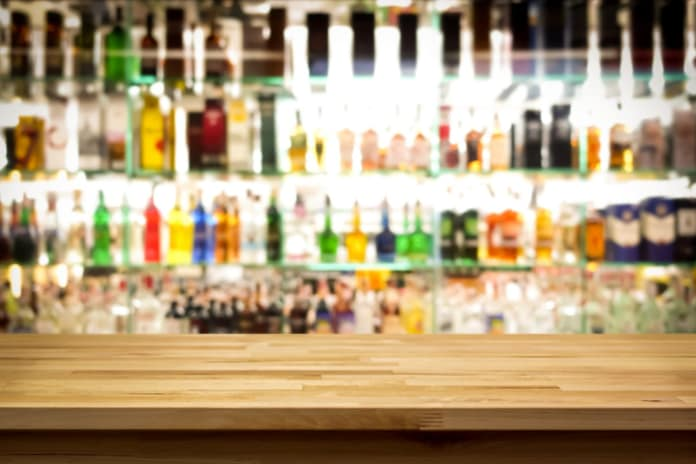 Gin, porto, rhum… Les meilleurs bars spécialisés de la capitale