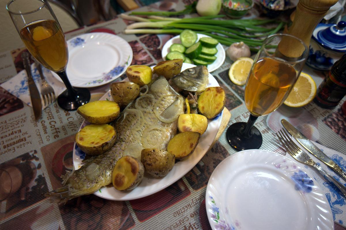 праздничный ужин с карпом