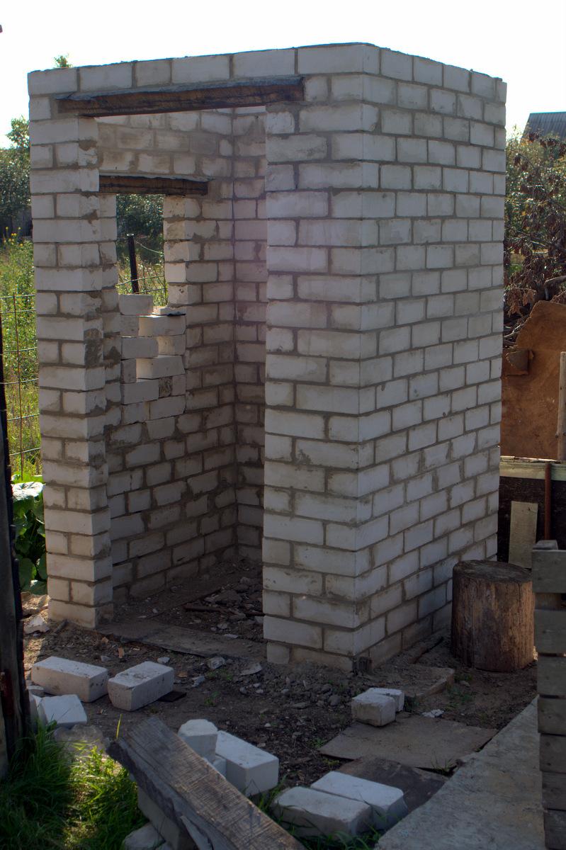 туалет из кирпича