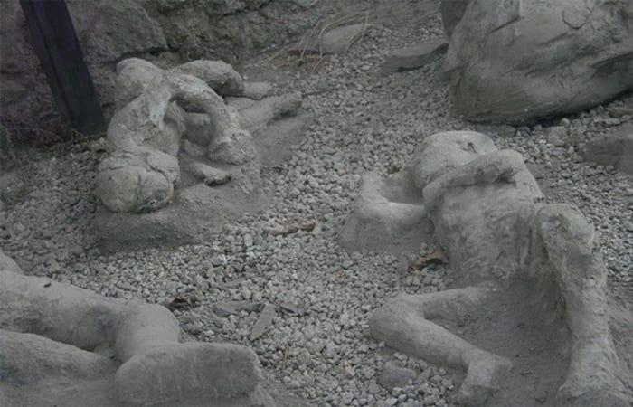 Oops, Kisah Kaum Yahudi Menyembah Pohon dan Diazab Jadi Batu Hitam