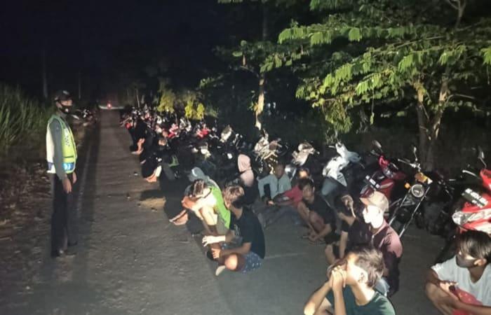Harus Tahu Bubarkan Aksi Balap Liar di Bendungan Jegu, Polres Blitar Amankan Ratusan Pemuda