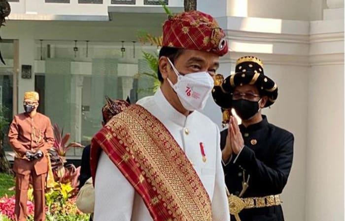 Cari Tahu, Presiden Jokowi Jadi Inspektur Upacara HUT Ke76 RI Pakai Baju Adat Lampung
