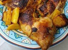 כרעיי עוף צלויים בתנור בתיבול פפריקה וצ'ילי, מגיע בתוספת אורז