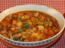 מרק מיניסטרונה (מרק ירקות איטלקי עשיר)