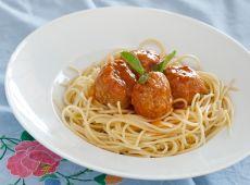 כדורי בשר ברוטב עגבניות עם פסטה