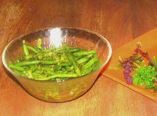 שעועית ירוקה בקארי ועשבי תיבול