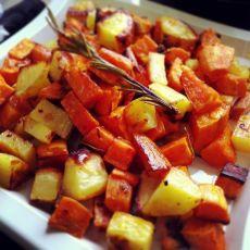 קוביות תפוחי אדמה ובטטה בתנור