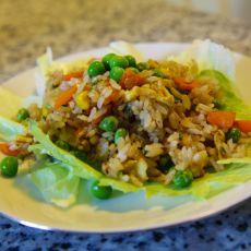 אורז מוקפץ עם ירקות.