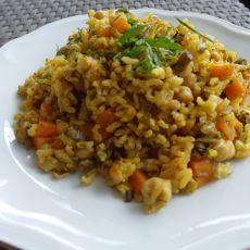 אורז מלא, חומוס וירקות - מנה עשירה ובריאה!