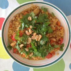 טופו מוקפץ עם אורז מלא וקארי - טבעוני