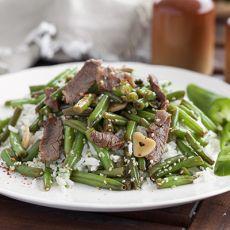 רצועות אנטריקוט/ פרגית ושעועית ירוקה מוקפצים על אורז כוסברה ושום-חריף!